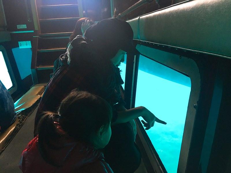 沖繩 親子自由行 水中觀光船 + 豪華飯店午餐 坐船去看魚囉!Veltra網站訂購行程好簡單